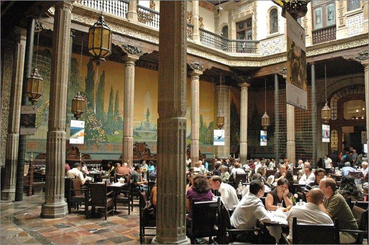 Casa de Azulejos Restaurant